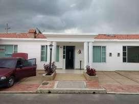 Hermosa casa en club house un solo nivel Zipaquirá