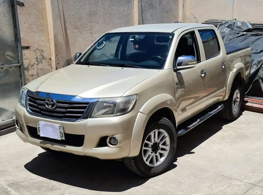 Flamante Toyota Hilux SR AC 2.7 CD 4x4 TM 0
