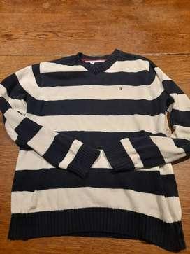 Suéter de hilo rayado azul y blanco.  Tommy