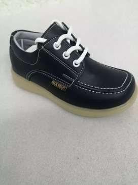Zapatos colegiales para niño y niña