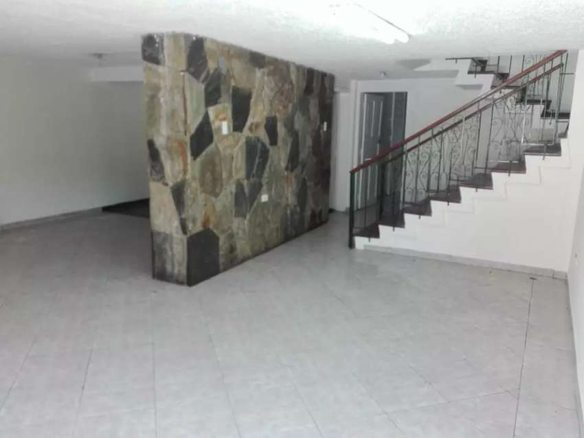 Alquiler Renta Arriendo Casa Comercial sector la Shyris, Jipijapa, Tomás de Berlanga 0