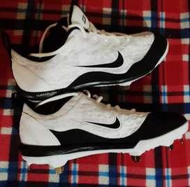 Remato zapatos pupos de marca, ideal para fútbol