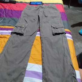 Vendo pantalones de niño talla12 y camisas de hombre  talla m