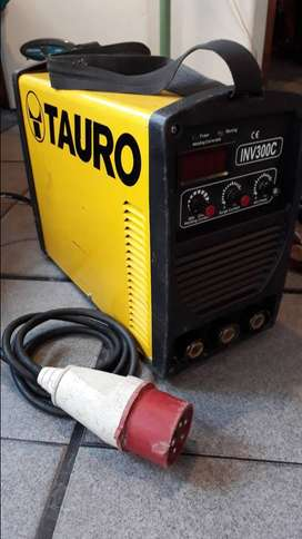 Soldadora Inverter Tauro Inv300c Trifásica + 20m De Alargue