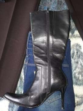 Vendo botas de mujer de cuero