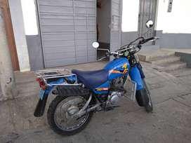 Moto Yamaha AG200F Luce y trabaja como nueva