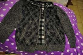 Vendo campera de lana nueva con cierre talle  Xl.  Con polar en su interior lo que la hace muy abrigada!