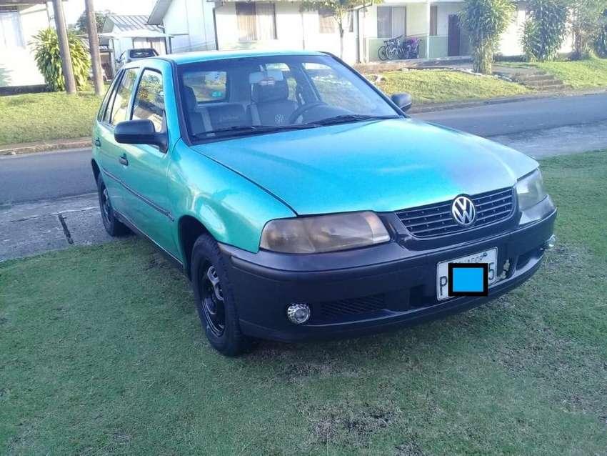 Se vende Volkswagen gol año 2000 en buen estado. 0