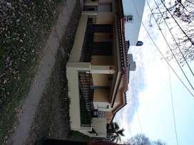 Alquilo casa en Funes para vivienda o comercio o consultorios.