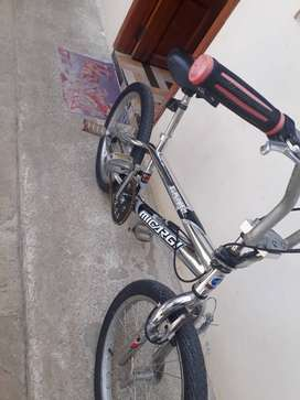 Vendo hermosa bicicleta BMX nueva cero uso