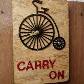 Reloj artesanal tallado en madera osb y con inserto bicicleta