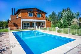 PUERTO ROLDAN - CASA EN VENTA - lote 323 - 5 dormitorios, 3 baños, terreno de 1500 m²