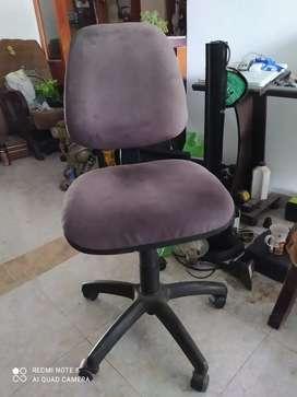 Silla de escritorio moderna con graduación de altura y espalda