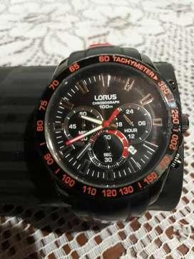 marca LORUS sport, hombre, analogico, cronografo, rojo y negro