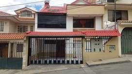 de venta dos casas de 3 departamentos c/u son 15 habitaciones en oferta, en el sector de totoracocha cerca del complejo
