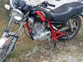 Vendo linda moto susuki gn 125