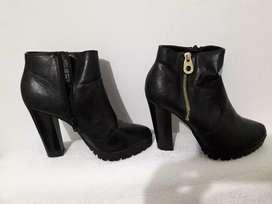 Se venden zapatos de segunda mano