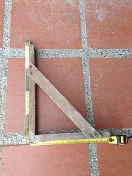 Pie de amigo en madera para guarderas de vigas y losas en construcción