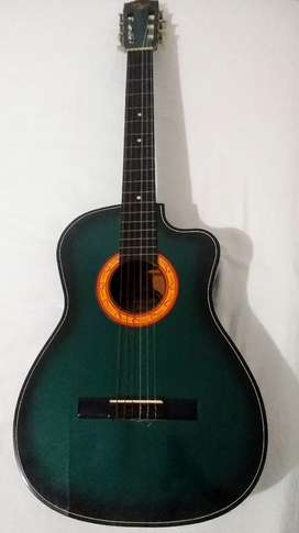 Guitarra acústica usada