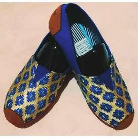 zapatillas suela roja rombos azules talla 36 y 40 con envio gratuito