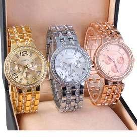 Reloj de cuarzo diseño de cristales, acero inoxidable color plata, oro y rosa a solo S/24.90