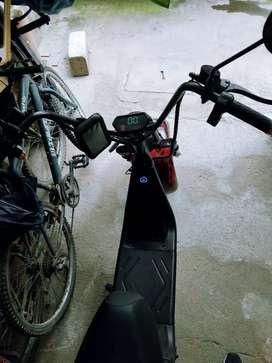 Se vende  scooter eléctrico motor de 2000w de potencia precio negociable