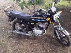 Moto ax100 vendo esta todo al dia y todo original