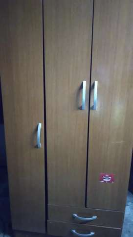 Placard de melamina con estantes y cajonera