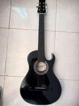 Guitarra acústica, afinador electrónico y forro con bolsillo