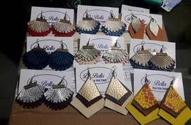 Vendo lote de 100 aretes realizados a mano 100% en cuero., usado segunda mano  Rionegro
