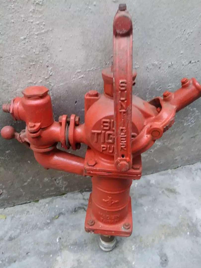 Bomba de agua manual y otra sumergible 0