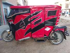 Moto taxi : marca wanxin  color: roja con negro en un buen estado