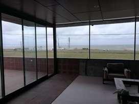 Frente al mar, importante propiedad