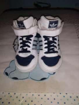 Zapatillas Adidas Niño Original talle 23