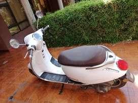Motoneta Daytona color blanco
