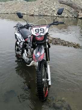 Se vende esta moto axxo año 2018 silindraje 200
