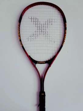 Se vende raqueta de tenis
