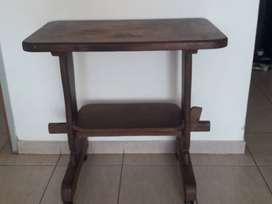 Excelente mesa para computadora-estudio-para lo que necesites usarla. Excelente madera