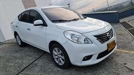 Nissan Versa 1.6 mecánico 2014