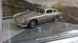 Auto a escala James Bond Aston Martin