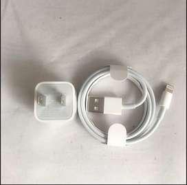 Adaptador de Corriente USB 5w + Cable Apple de conector Lightning a USB (1 m) - Blanco