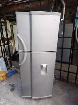 Nevera mabe no frost 230 litros con dispensador de agua