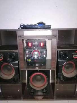 Se vende equipo de sonido +dvd+ mueble