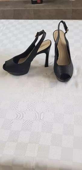 Zapatos taco alto negros