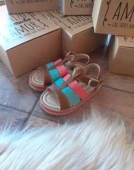 Sandalias de niñas disponibles
