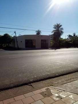 Dueño vende local comercial sobre avenida Uruguay esquina Newbery .