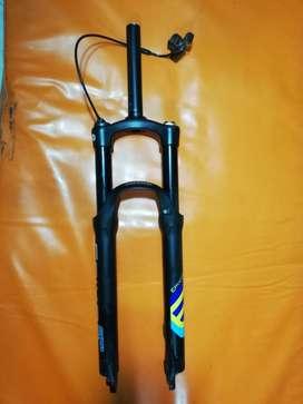 suspensión SR Suntour Epixon, frenos shimano  hidraulicos mt200 cassette shimano 10 V 11-36
