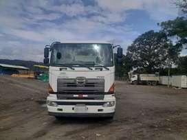 Camion Hino 700 volqueta 2013