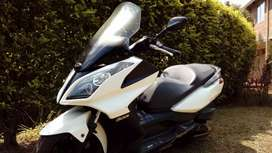 Vendo o permuto  Kymco Downtown300i