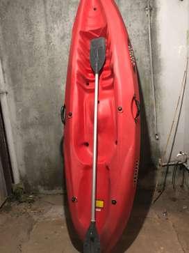 Kayak Samoa va con chaleco y remo